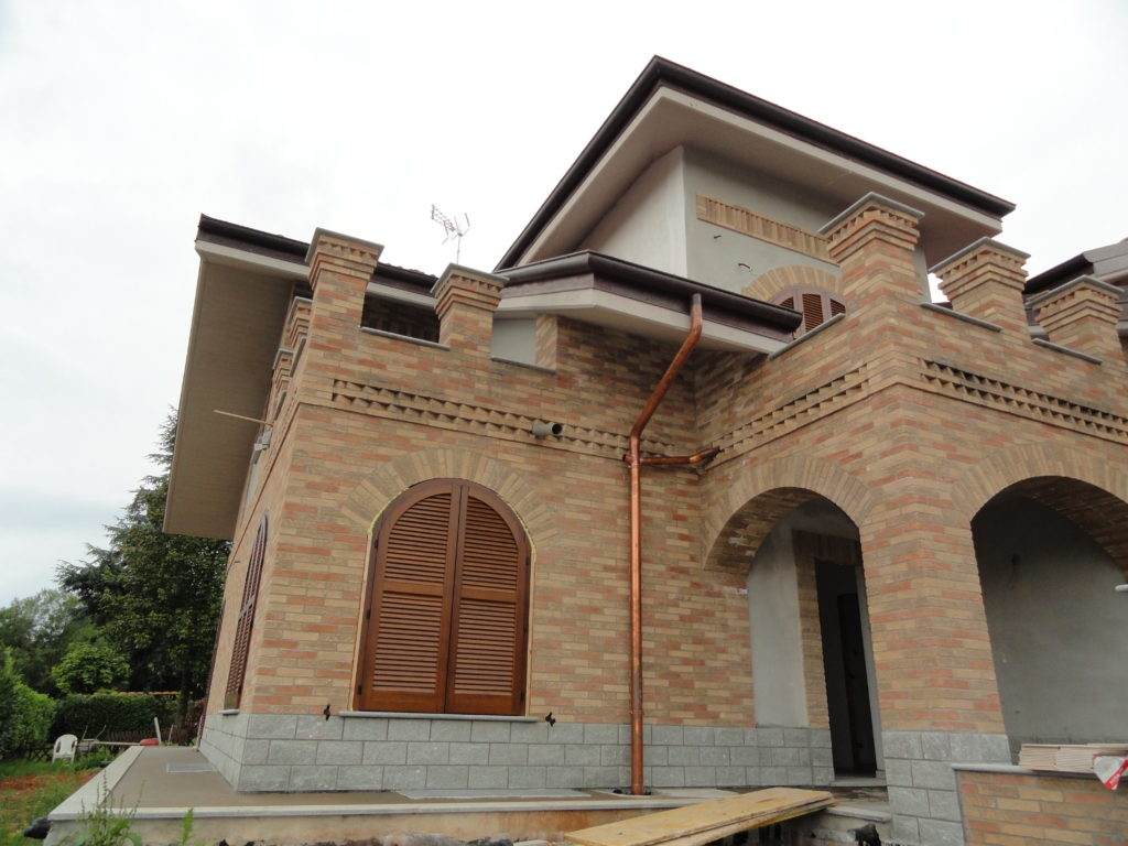 Villa indipendente disposta su tre livelli